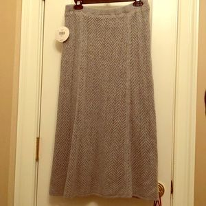 NWT Beautiful Gray Wool Knit Skirt